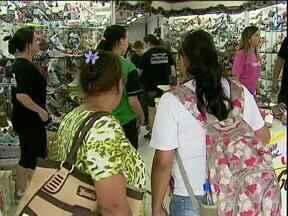 Comércio de Cascavel já está em horário especial de Natal - Nessa semana, as lojas ficam abertas até as 20h.