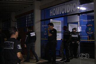 Polícia prende membros de gangue acusados de homícidios, em Goiânia - Segundo a Polícia Civil, por causa de uma briga envolvendo R$ 300, os grupos começaram a matar pessoas.