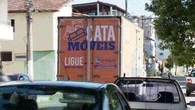 Cata-móveis vai recolher utensílios domésticos em Vila Velha, ES - O serviço acontece de segunda a sexta-feira de 8 horas até às 17 horas. O telefone para pedir o cata-móveis é 0800 283 9059.