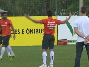 Alex e Rafael Moura discutem em treino do Inter - Assista ao vídeo.