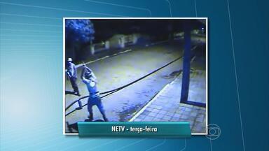 Mulher é presa quando tentava roubar fios de cobre em Jaboatão, PE - Mulher estava com outros quatro suspeitos, que conseguiram fugir. Este é o segundo caso do tipo na Região Metropolitana em uma semana.