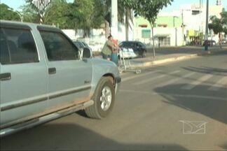 Em Balsas, faixas de pedestres quase não são respeitadas por motoristas - Situação causa uma sensação de insegurança nos pedestres.