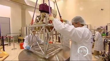 Dificuldades tecnológicas atrasaram programa Cbers, diz diretor do Inpe - Satélite Cbers-3 deve ser lançado nesta 2ª, após 3 anos de atraso. É o quarto satélite resultante da parceria entre o Brasil e a China.