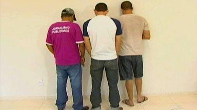 Cinco homens são presos em MG durante operação da Polícia CIvil em combate à pedofilia - Segundo denúncia, os suspeitos seduziam adolescentes com a promessa de transformá-los em jogadores de futebol, mas, na verdade, promoviam a exploração sexual dos jovens.
