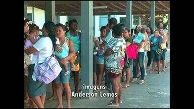 Recadastramento para o Bolsa Família causa filas em Cachoeiro, Sul do ES - Prazo para recadastro acaba na semana que vem.