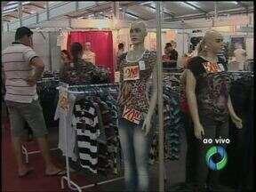 Começou nesta quinta-feira (05/12) e vai até domingo ((08/12) a Fecom em Cascavel - Descontos oferecidos pelos comerciantes chegam à 70%.