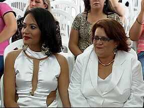 Casamento coletivo de casais homoafetivos é realizado em Uberlândia - Cerimônia civil aconteceu pela primeira vez na cidade. Objetivo foi incentivar a regularizarem a relação perante a Justiça.