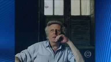 Diretor e dramaturgo Fauzi Arap morre aos 75 anos em São Paulo - Fauzi foi um dos mais importantes e premiados integrantes do Teatro Nacional. Na década de 1960, ele participou do Oficina e do Arena. Entre dezenas de peças, ele dirigiu Navalha na Carne, de Plínio Marcos.