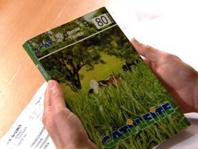 Livro traz orientação para a gestão de propriedade rural - A publicação da Cati atende interessado em introduzir a pecuária leiteira na propriedade. O livro da Coordenadoria de Assistência Técnica de São Paulo tem um capítulo dedicado ao assunto.