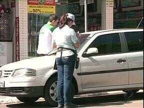 Zona Azul vai ficar mais cara em Umuarama - A partir de janeiro os motoristas vão pagar 30 por cento a mais pelo estacionamento rotativo da cidade. Com isso, o preço da vaga de uma hora para carros sobe 1 real para R$ 1,30.