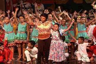 """Projeto da Fundação Jaime Câmara promove arte e educação - Espetáculo """"Goianidade"""" mostra o estilo de vida do povo goiano. O teatro foi apresentado por crianças carentes do estado."""