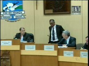 Depois de brigar na Câmara de Vereadores, Vitorassi não se diz arrependido - Ele deu tapa na cadeira do presidente da Câmara e fez acusações contra ele