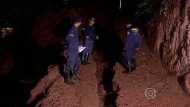 Laje de casa desaba na Região Metropolitana de Belo Horizonte - Imóvel teve que ser interditado em Sabará. Não havia ninguém dentro do local no momento do acidente.