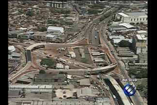 Entroncamento é interditado para obras do BRT - Trânsito no local ficou lento após interdição.