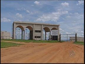 Obras de condomínio próximo ao rio Batalha param entre Agudos e Bauru - O loteamento foi registrado em Agudos (SP), mas, segundo a ação popular, o empreendimento está localizado em Bauru e faz parte de uma Área de Preservação Ambiental (APA). O Ministério Público Federal também está acompanhando o caso.