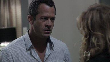 Amor à Vida - capítulo de segunda-feira, dia 16/12/2013, na íntegra - Bruno acusa Glauce de ter assassinado Luana