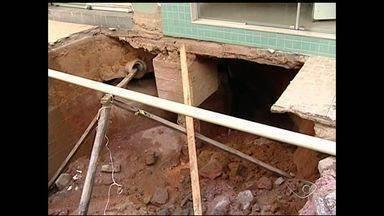 Quase 50 casas estão em áreas de risco em Iúna, Sul do ES - As casas correm risco de desabar.O temporal também destruiu pontes em Ibatiba.