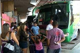Passageiros reclamam dos atrasos de ônibus na Rodoviária de Rio Verde, GO - Eles dizem que apenas uma empresa faz o trajeto de Rio Verde, no sudoeste de Goiás, até a capital. O resultado são os constantes atrasos.
