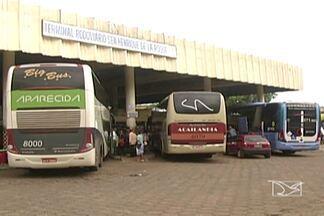 Movimento no terminal rodoviário de Açailândia triplicou nos últimos dias - O movimento no terminal rodoviário de Açailândia triplicou nos últimos dias. As empresas têm colocado ônibus extras, mas ainda passageiros reclamam, de falta de passagens e atraso.