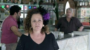 Márcia fica triste com a ida de Félix - Rinaldo se entristece quando ela diz que nunca esquecerá Gentil