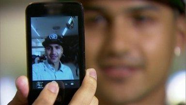 """Expressão """"selfie"""" vira moda nas redes sociais em 2013 - Selfie é uma expressão para quem tira fotos de si mesmo e publica nas redes sociais. A palavra virou verbete de dicionário e até o presidente Barack Obama entrou nessa."""