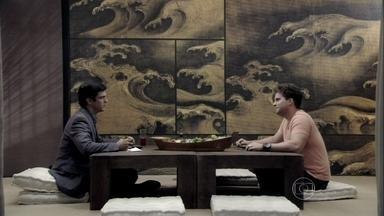 Niko convida Félix para ser gerente do seu restaurante - O empresário confessa que quer se aproximar do filho de Pilar e o convida para jantar