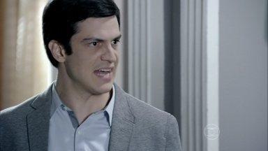 Félix discute com Eron - Nico fica constrangido e Félix sai irritado