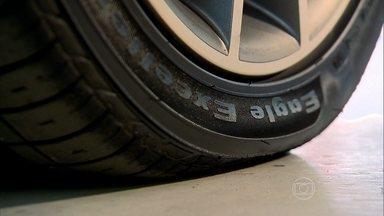 Saiba o que aumenta o consumo de combustível - Teste mede o quanto de combustível é gasto em um carro com suspensão desalinhada, velas gastas e pneus murchos.