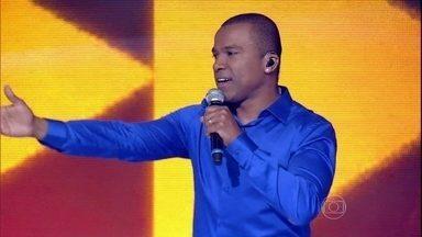 Alexandre Pires se despede ao som do sucesso 'Me Perdoa' - O cantor é só elogios para Thiaguinho: 'Você é um exemplo e tem poder'