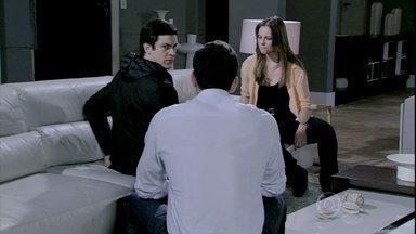 Paloma e Bruno insistem para que Félix revele tudo o que fez contra eles - O corretor convence a pediatra a escutar o que seu irmão tem a dizer. Félix afirma que Márcia o ajudou a se tornar uma pessoa melhor