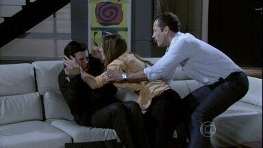 Paloma agride Félix - Ele confessa que tentou atrapalhar a recuperação de Paulinha depois do transplante, que falsificou o segundo exame de DNA e fala sobre sua participação no sequestro da sobrinha