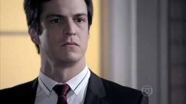 Félix decide ajudar Paloma - Os irmãos se unem para descobrir o que Aline está tramando contra César. Félix desconfia de que Ninho seja o cúmplice da vilã