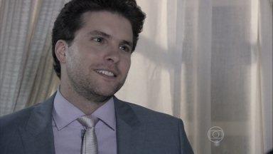 Niko pede para se encontrar com Félix - Félix avisa que marcou um compromisso com Paloma. Lutero lamenta não ter lua de mel com Bernarda