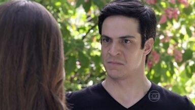 Félix garante a Paloma que Aline será desmascarada - Bernarda fica abalada com a morte de Leila. Félix garante a Paloma que Aline esconde um amante na casa de César