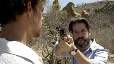 Jaime ameaça Leandro com uma arma, sommelier enfrenta e briga acaba em tiro - 'Desgraçado, mentiroso', dispara o dono da vinícola Vieira Braga