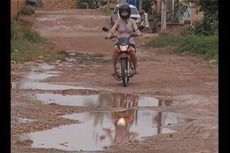 Em Marabá, PA, a maioria das ruas na periferia da cidade não tem asfalto - Situação complica para os moradores na época de chuvas. Prefeitura afirma que vai se organizar para combater o problema.