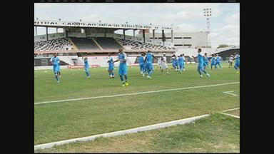 Santa Cruz faz treino de reconhecimento no Lacerdão - Equipe jogará três partidas em Caruaru