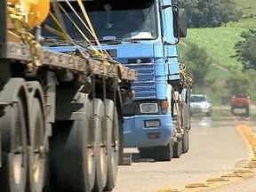Tráfego de caminhões aumenta 30% nos últimos oito meses na BR-386 - Fim do pedágio atraiu caminhoneiros a circular na rodovia.