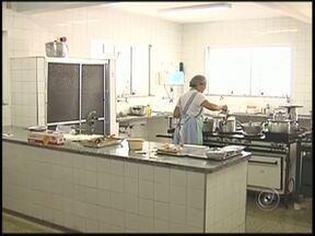 Funcionários da Santa Casa estão com salários atrasados em Auriflama - Funcionários da Santa Casa de Auriflama (SP) estão sem receber os salários desde dezembro. Por enquanto o atendimento é feito normalmente, mas quem depende do hospital está preocupado com a situação.