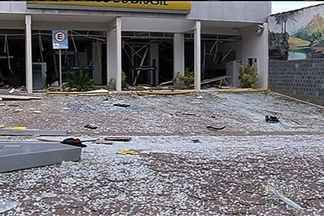 Agência bancária é explodida em Corumbaíba, no sul de Goiás - Local já tinha sido alvo de criminosos em julho do ano passado. Banco não informou a quantidade de dinheiro levada; suspeitos fugiram.