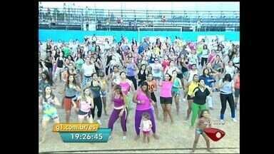 Praia de Camburi tem 'aulão' de zumba durante o verão, em Vitória - Aulas começam a ser oferecidas nesta quinta (16), na Arena Vitória Verão.Confira a programação esportiva e cultural desta estação.