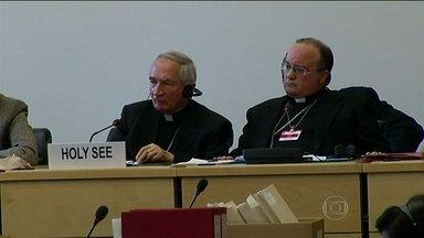 Representantes do Vaticano respondem a comitê da ONU sobre pedofilia - Nações Unidas investigam suspeitas de que Igreja tenha violado a Declaração Universal dos Direitos da Criança. Representantes do Vaticano responderam sobre os casos de pedofilia no clero.