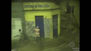 Câmeras da SDS flagram ação de três pichadores - Eles foram detidos e vão responder processo em liberdade.