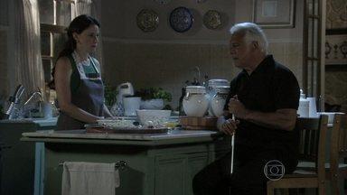 Rebeca promete vigiar Aline para César - O médico confessa que está estranhando o comportamento da esposa e pede que Rebeca não revele suas descobertas para Paloma