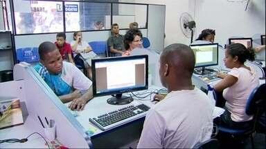 IBGE constata com nova metodologia que o desemprego subiu no Brasil - Segundo o novo indicador, que será trimestral e terá maior abrangência, 7,3 milhões de brasileiros procuram por uma oportunidade de trabalho. A taxa de desemprego, no segundo trimestre de 2013, ficou em 7,4%.