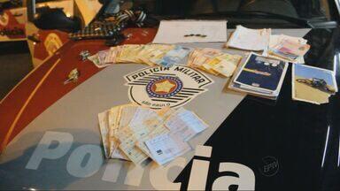 Polícia Militar apreende 37 máquinas caça-níqueis, dinheiro e cheques em casa de Rio Claro - Polícia Militar apreende 37 máquinas caça-níqueis, dinheiro e cheques em casa de Rio Claro, SP.