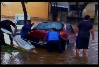 Tempestade deixa casas e ruas alagadas em Belo Horizonte - Chuva forte no fim da tarde dessa segunda-feira durou cerca de 30 minutos.