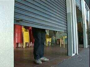 Ano começa com pelo menos 1 assalto por dia em Paranavaí e comerciantes estão assustados - Na segunda-feira um funcionário de uma distribuidora de bebidas foi morto por um assaltante.