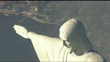 Cristo Redentor terá maior proteção contra raios - A estátua, que teve os dedos danificados, também já tinha sido atingida na cabeça. Antes, os para-raios só protegiam algumas partes do monumento.