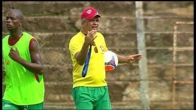 Após primeira derrota no Candango, Unaí troca de técnico - Com uma rodada de campeonato estadual, Gauchinho é o novo técnico do Unaí.